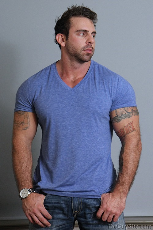 Muscular tattooed stud jerking off