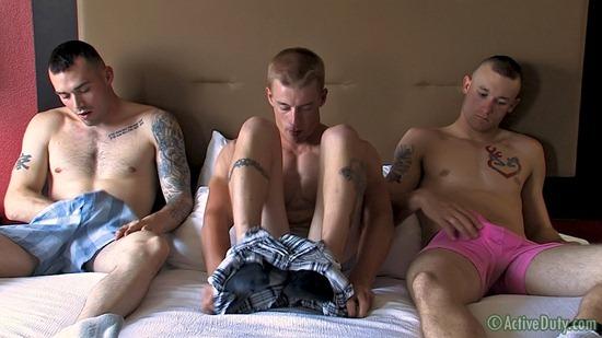 porn-army-gay-02