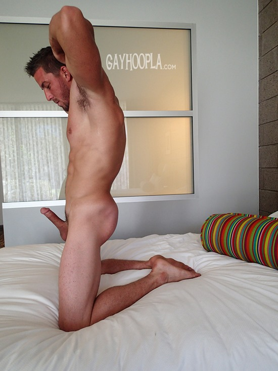 derek-jones-gayhoopla-14