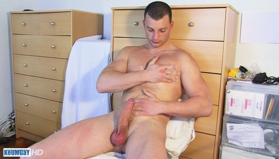 Horny straight dude gets off with gay bj