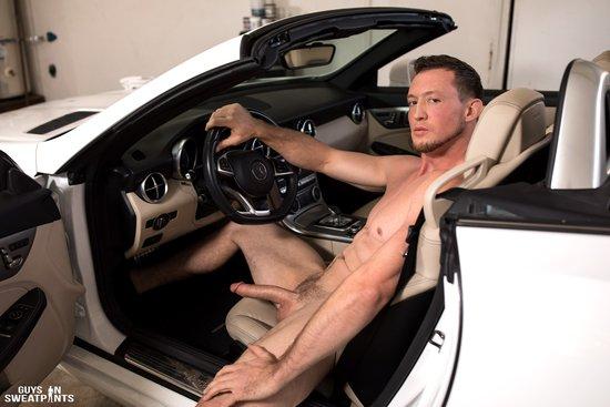 Amateur straighty fucks ass in the car